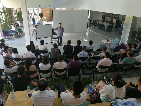 蔡元恒老师受邀给丰台区中小企业培训