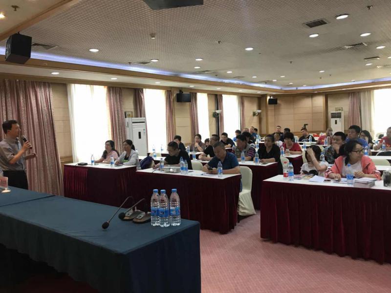 蔡元恒老师为北京各朝阳区公园园长做《园林单位管理面临的挑战与未来的管理趋势》的培训
